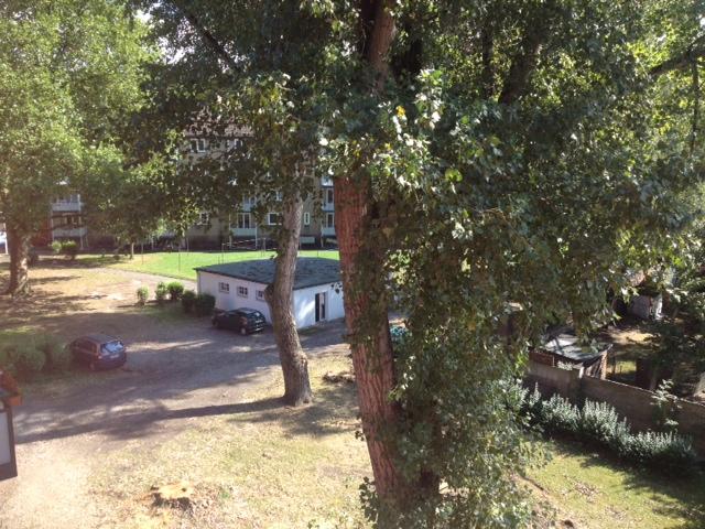 Ausblcik in den Garten der Demenzwohngruppe und Demenzwohngemeinschaft Herne Am Buschmannshof