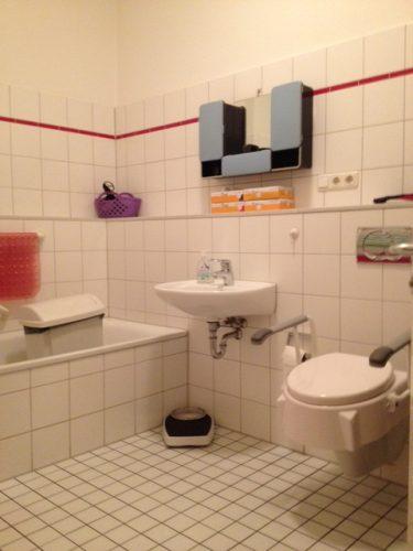 Modernes Badezimmer in der Demenzwohngruppe und Demenzwohngemeinschaft Geslenkirchen Polsumerstr