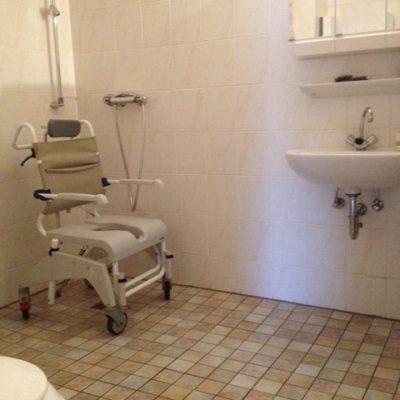 Dusche mit Sitz in der Demenzwohngruppe und Demenzwohngemeinschaft Wuppertal Sternenberg
