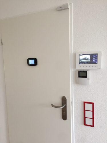 Haustür mit Videotüröffner in der Demenzwohngruppe und Demenzwohngemeinschaft Gladbeck Hammerstr