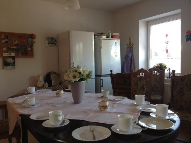 Gedeckter Kaffeetisch in der Demenzwohngruppe und Demenzwohngemeinschaft Herne Am Buschmannshof
