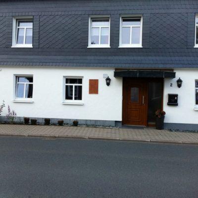 Hausfront der Demenzwohngruppe und Demenzwohngemeinschaft Winterberg Bahnhofstr