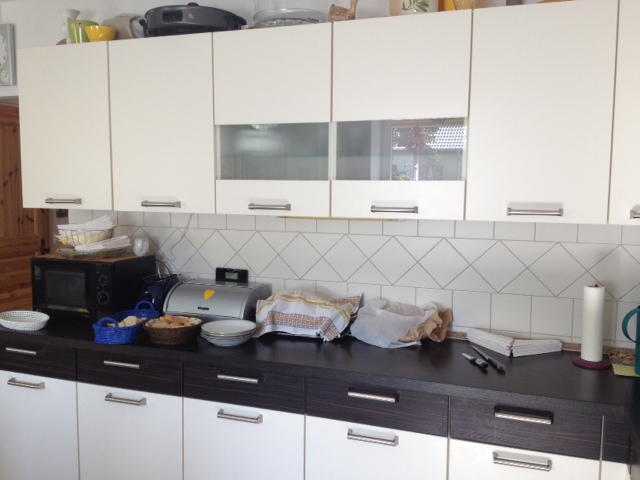 Küchenzeile Schwaz-Weiß in der Demenzwohngruppe und Demenzwohngemeinschaft Marl Roemerstr
