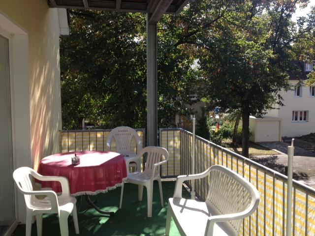 Balkon mir Sitzggruppe der Demenzwohngruppe und Demenzwohngemeinschaft Marl Roemerstr