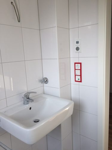 Waschbecken mit Nottaste in der Demenzwohngruppe und Demenzwohngemeinschaft Gladbeck Hammerstr