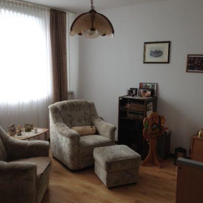 Einzelzimmer mit Sessel in der Demenzwohngruppe und Demenzwohngemeinschaft Dortmund Speckstr